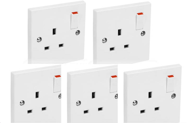 5 x White Switched Single Electric Electrical Socket